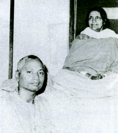SiteFiles/photos/Swami Venkatesananda with Sri Anandamayi Ma