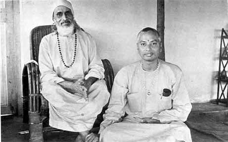 SiteFiles/photos/Swami Venkatesananda With Yogi Dr. Suddhananda