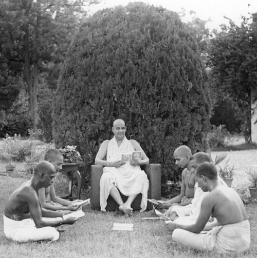 SiteFiles/photos/Study or Proofing Session at the Sivananda Ashram